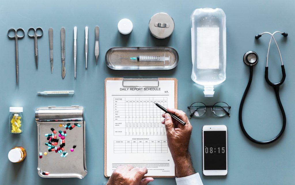 Doctor-checklist-smartphone
